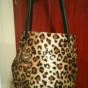 Nine West fur leopard print great conditionjo